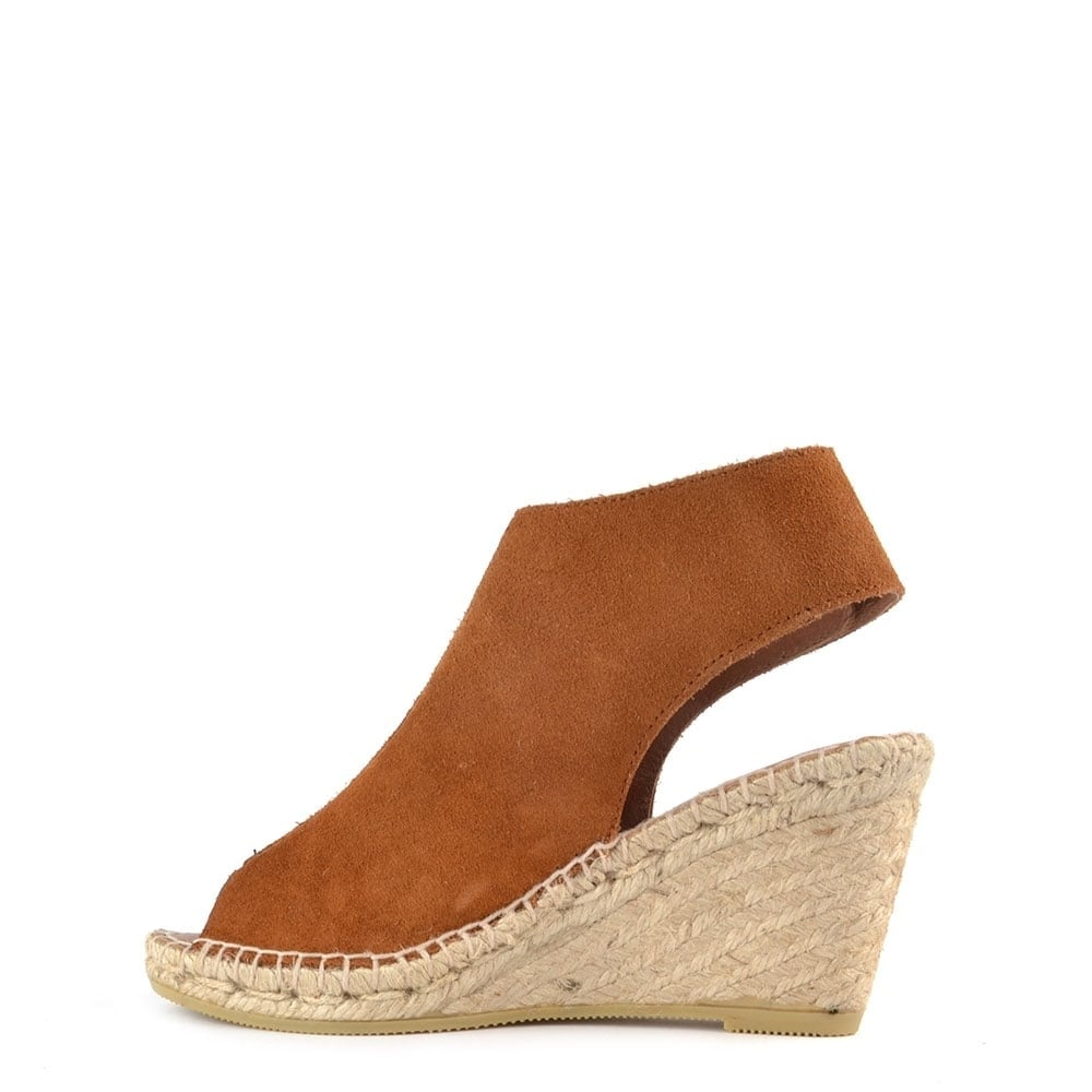 3944b1c69239 Elia B Quai Brown Suede Wedge Sandal